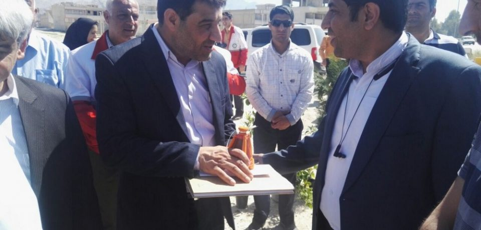 گزارش تصویری: استقبال از مسافران نوروزی با حضور مسئولان شهرستان