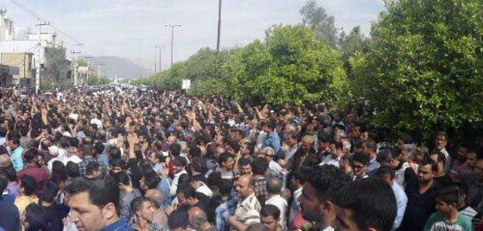 دومین روز تجمع اعتراض آمیز مردم در اعتراض به طرح تفکیک کازرون/ عکاسان: داود کشاورز – علی گلچین – علیرضا گلچین