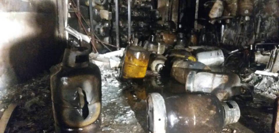 مهار آتشسوزی سنگین و انفجار مرکز عرضه گاز مایع در کازرون + فیلم