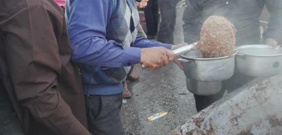 توزیع بیش از ۱۵ تن آش نذری در کازرون/ عکس: علی و علیرضا گلچین