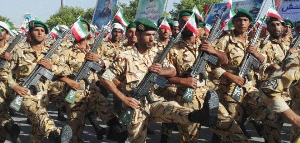 گزارش تصویری: رژه روز ارتش در کازرون/ عکس: داود کشاورز