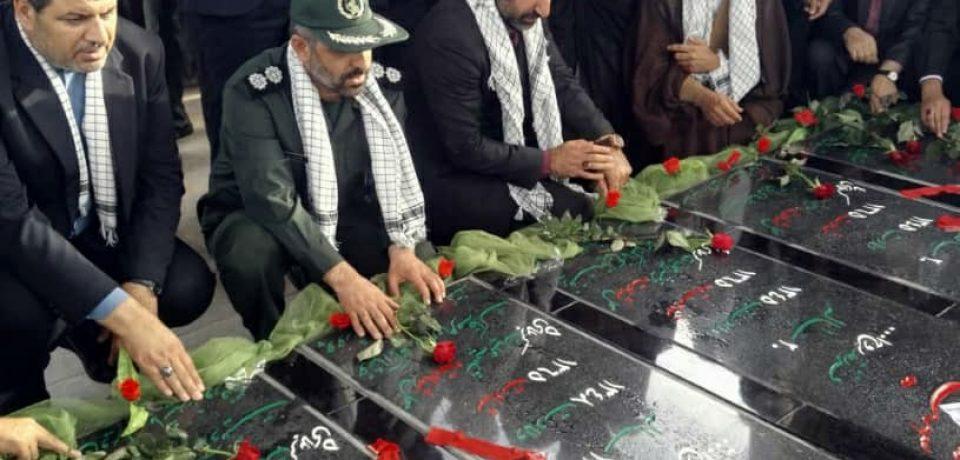 گزارش تصویری: گلباران قبور شهدا و آغاز هفته بسیج در کازرون/ عکس: علی گلچین
