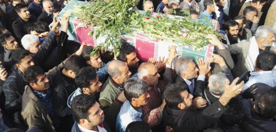 گزارش تصویری: تشییع و خاکسپاری شهید تازه تفحص شده در کازرون/ عکس: علی گلچین