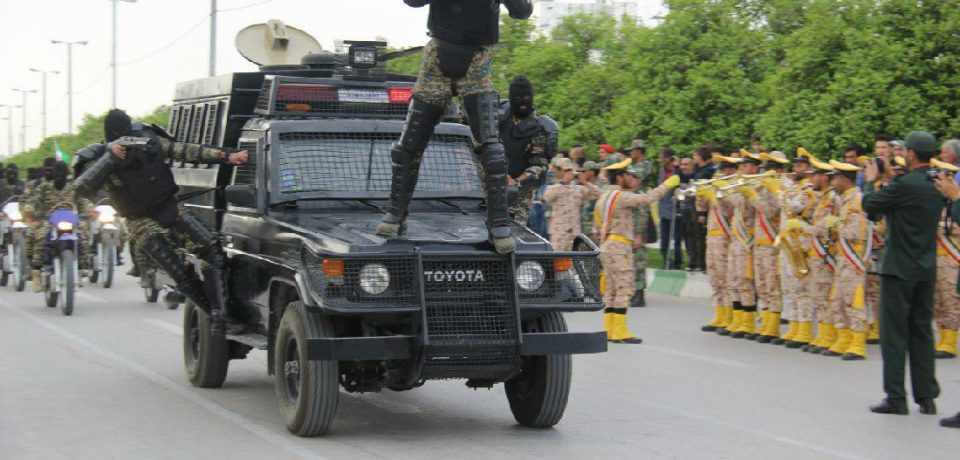 گزارش تصویری: رژه روز ارتش در کازرون/ عکاسان: داود کشاورز – علی گلچین – علیرضا گلچین