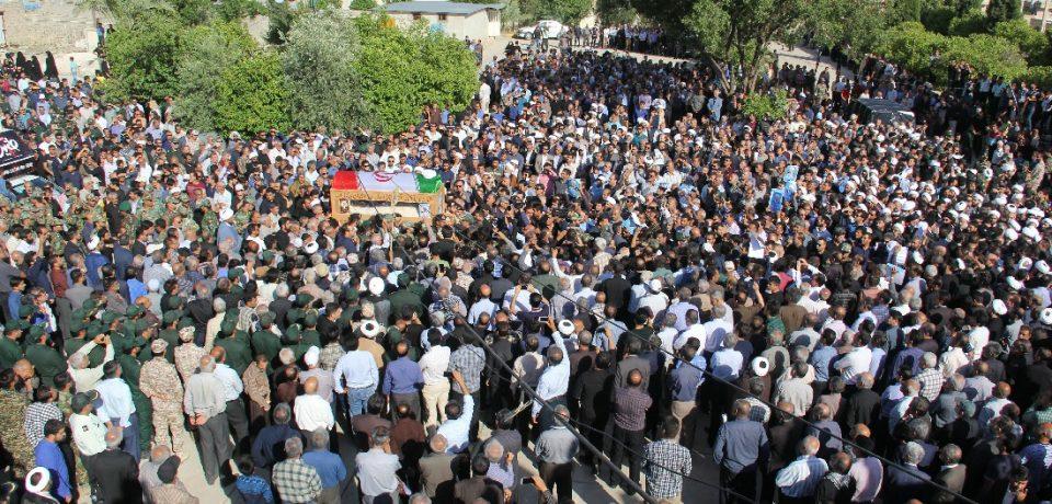 گزارش تصویری: مراسم تشییع پیکر امام جمعه فقید کازرون/ عکاسان: علی و علیرضا گلچین
