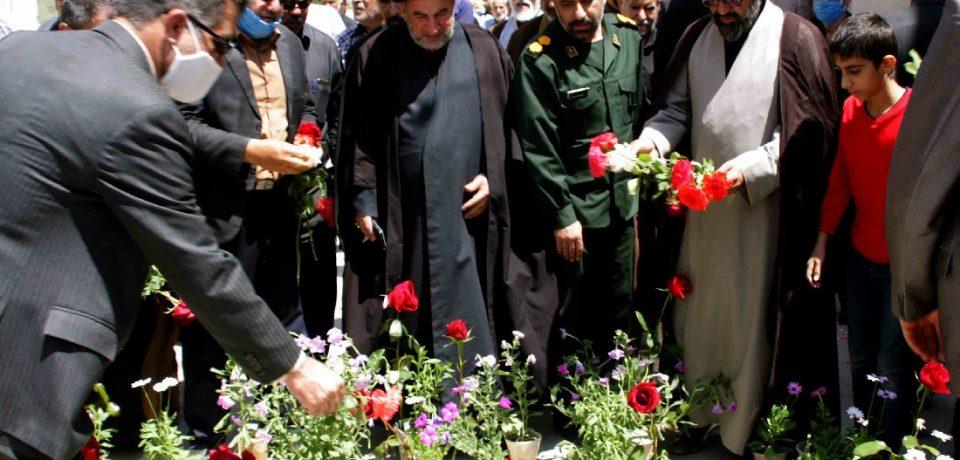 گزارش تصویری: گلباران محل شهادت حجتالاسلام محمد خرسند امام جمعه فقید کازرون/ عکس: علی گلچین