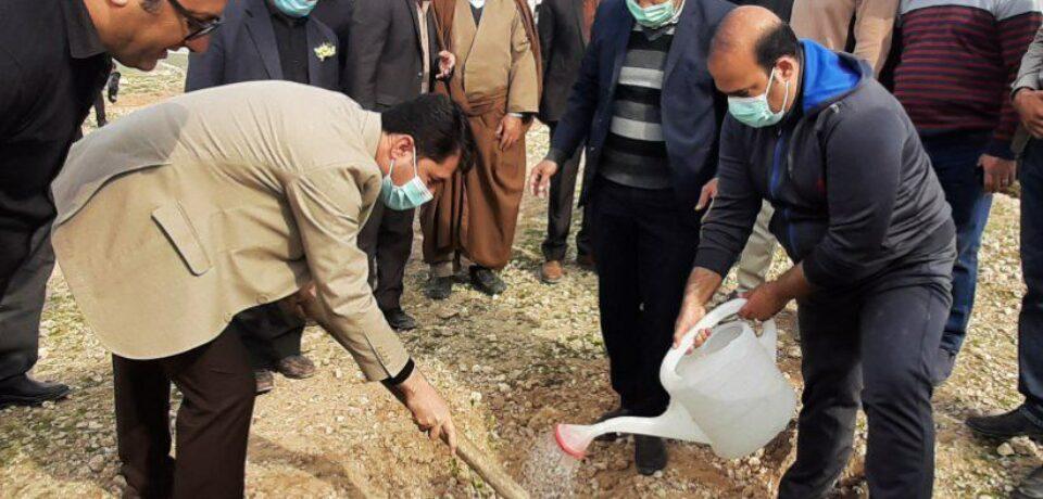 گزارش تصویری: مراسم آغاز غرس ۱۳۰۰ نهال به یاد شهدای کازرون و سردار شهید سلیمانی/ عکاس: گلچین
