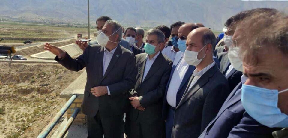وزیر نیرو در سفر به کازرون: روند پیشرفت پروژه ها در شهرستان کازرون بسیار کند است/ تلاش می کنیم سد نرگسی در سال آینده آبگیری شود